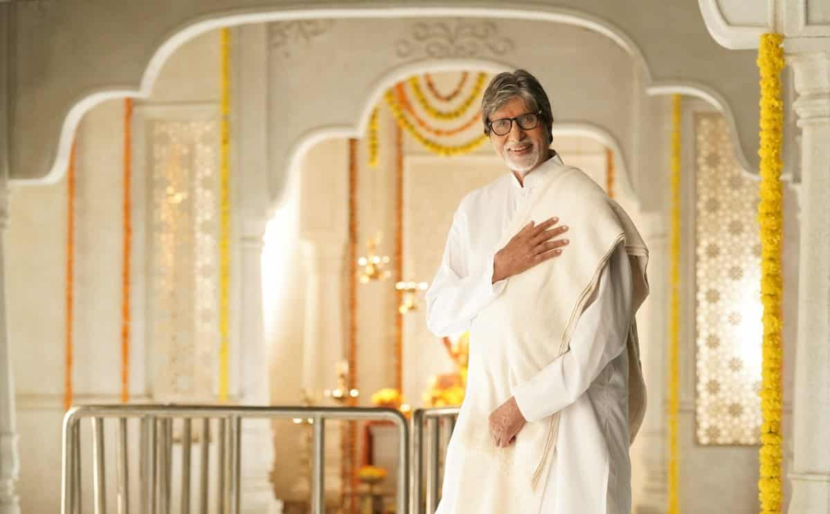 Surgical Strike 2.0: Amitabh Bachchan expresses his happiness by posting 118 Indian flags on his tweet