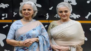 Bollywood actresses Asha Parekh (R) and Waheeda Rehman (L) on the sets of Superstar Singer.